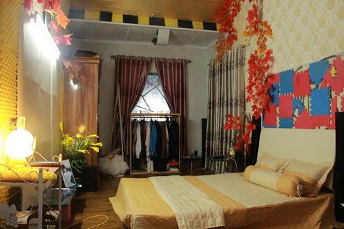 Phòng ngủ của Hiệp Gà và vợ Diệu Thúy. Vợ chồng anh về đây ở để gần bố mẹ và tiện chăm sóc con gái Hân Huyền.