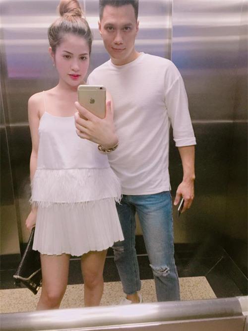 """ Chụp ảnh cùng vợ, Việt Anh cũng phải tạo mặt """"ngầu như Phan Hải"""""""