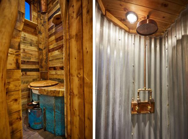 Phòng tắm đơn giản với vòi sen và nhà vệ sinh sinh học.