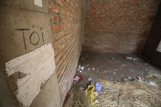 """Không chỉ la liệt kim tiêm, nơi đây còn trở thành """"nhà  vệ sinh công cộng"""" của một số người dân"""