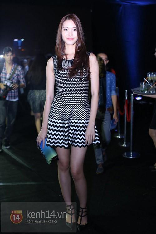 Đôi giày lọt vào tầm ngắm của những người đẹp ăn mặc sành điệu nhất nhì showbiz như Tóc Tiên, Thùy Dung