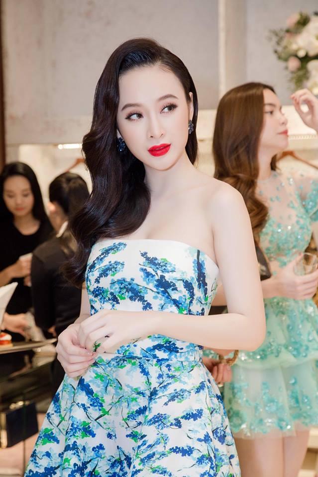 Hiện tại thì Angela Phương Trinh vẫn luôn là một nhân vật thu hút sự quan tâm của truyền thông. Lần nào xuất hiện trước công chúng, cô nàng lại thể hiện phong cách thời trang nổi bật cùng nhan sắc đẹp một cách hoàn hảo của mình.