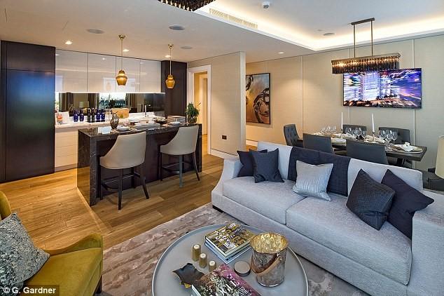 Giá của 566 căn hộ siêu sang trải từ 700.000 tới 20 triệu bảng Anh tùy theo diện tích và nội thất đi kèm. Các căn hộ sở hữu bếp mở thông với không gian phòng khách.