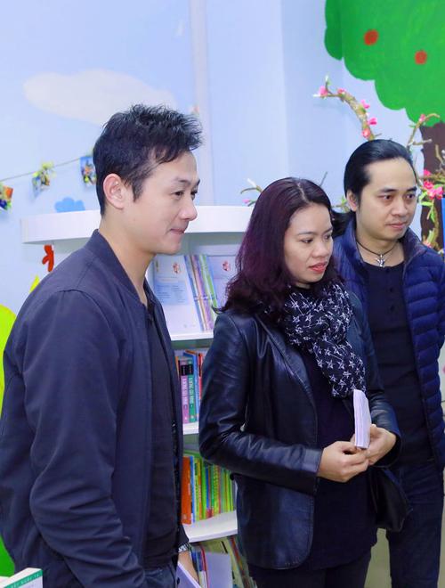 MC Anh Tuấn, giám đốc sản xuất chương trình Trần Lập - Hẹn gặp lại cũng tiết lộ, một phần doanh thu được trích làm từ thiện, số tiền còn lại sẽ tặng cho hai con của thủ lĩnh nhóm Bức Tường. Số tiền là khoản học phí cho hai bé Trần Bình Minh và Trần Minh Tú.