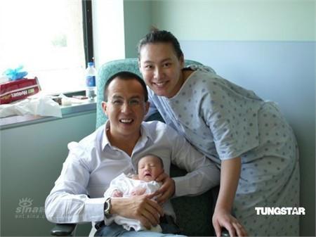 Cặp đôi hạnh phúc đón con trai đầu lòng chào đời vào năm 2009.