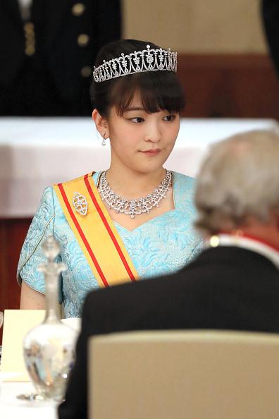 Công chúa Mako tham dự quốc yến tôn vinh Vua Philippe và Nữ hoàng Mathilde của Bỉ. Ảnh: Asahi Shimbun.