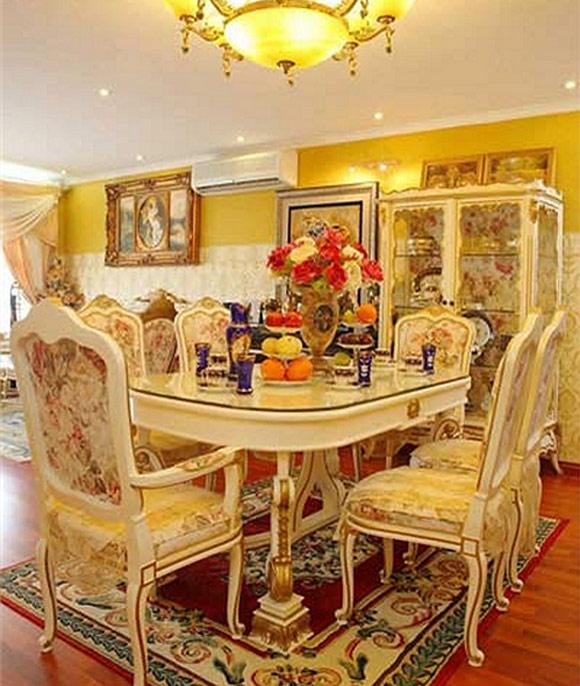 Vàng kem là tông màu chủ đạo tạo sự sang trọng cho toàn bộ ngôi nhà.