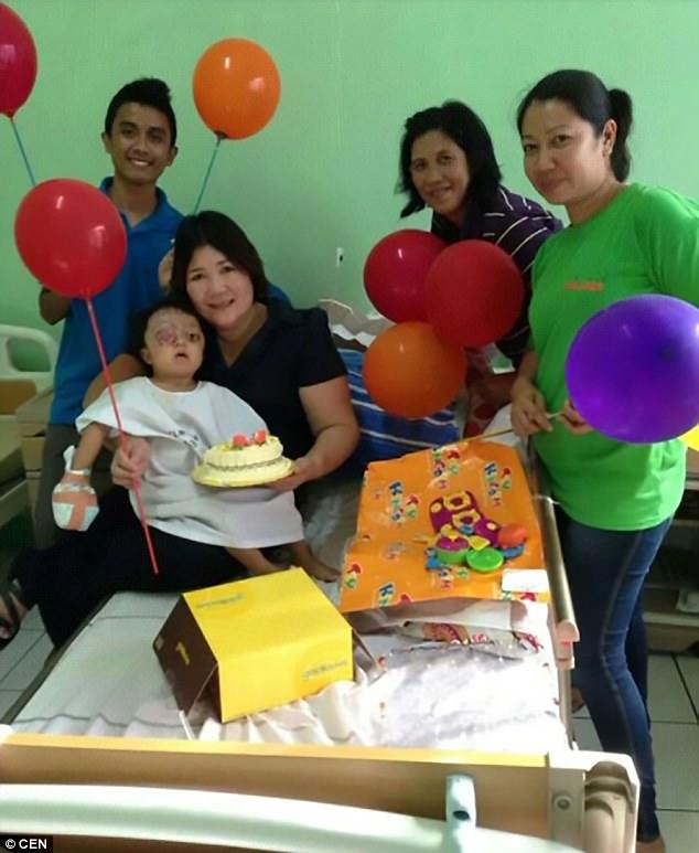 Anabelle trải qua phẫu thuật và hiện đang được chăm sóc tại một bệnh viện ở thủ đô Manila.