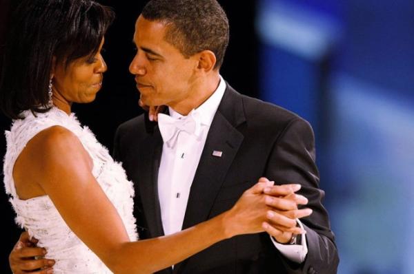 Mọi người có thể cảm nhận tình yêu của họ qua ánh mắt họ dành cho nhau.