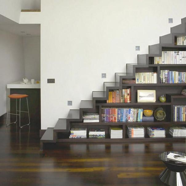 Nhà có gầm cầu thang mà không biết tận dụng để chứa đồ thì thật là một sai lầm.