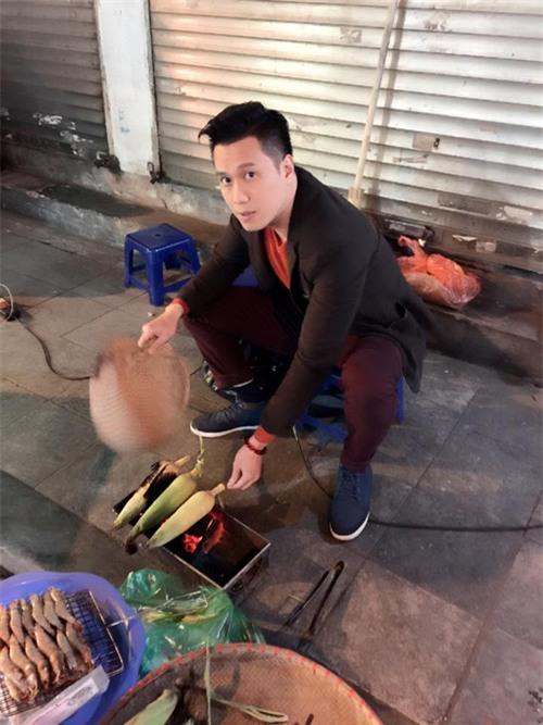 """Bức ảnh """"cậu ấm Phan Thị"""" đổi nghề của Việt Anh khiến các khán giả thích thú"""