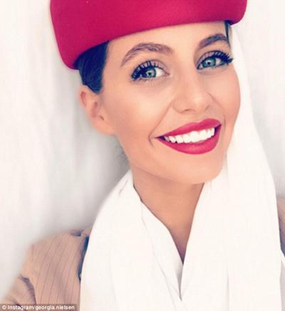 Georgia Nielsen, tiếp viên hãng Emirates, sở hữu tài khoản Instagram với khoảng 35.000 người theo dõi.