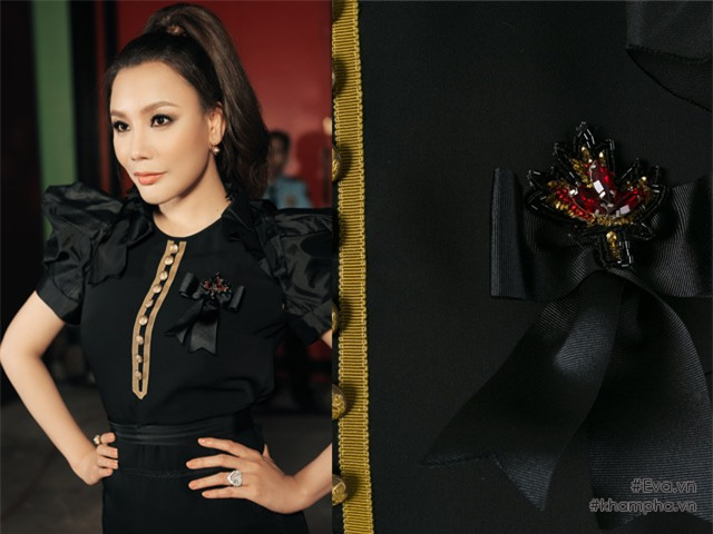 Cô khéo léo phối trang sức kim cương đắt giá tinh tế và đồng điệu với họa tiết đính kết đá của trang phục.