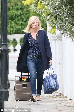 Amanda Cook Tucker được thấy bước ra khỏi khu nhà trị giá 17 triệu đô của cặp đôi Pippa - James Matthews ở London.