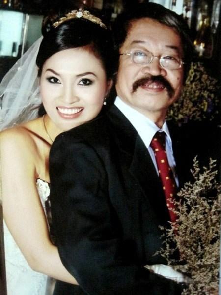 Lê Hùng cùng vợ và con