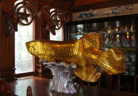 Bên trong căn biệt thự xa hoa của nữ đại gia Diệu Hiền trưng bày nhiều vật phẩm phong thủy như: cá chép hóa long, tứ mã,… Ảnh: Internet.