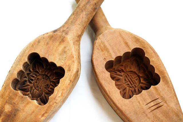 Những chiếc khuôn gỗ như thế này hiện không còn được ưa chuộng vì khó làm và chi phí mua khuôn đắt đỏ