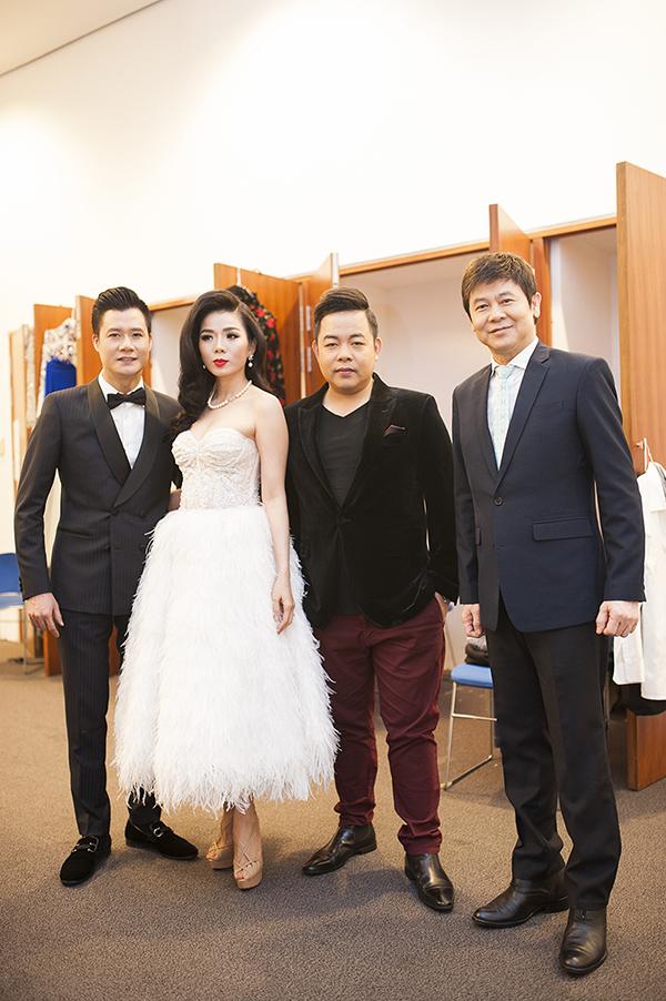 Dàn khách mời trong show Lệ Quyên gồm 3 nam ca sĩ Quang Dũng, Quang Lê và Thái Châu.