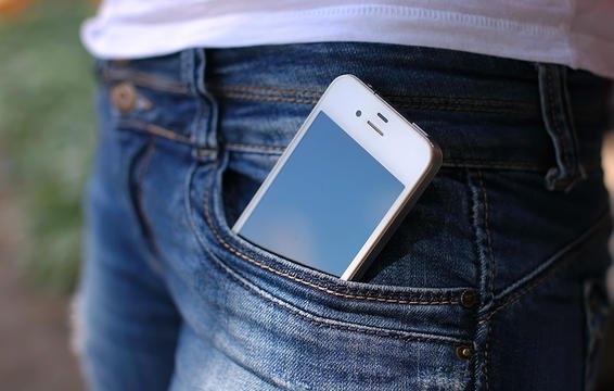 Để điện thoại trong túi quần trước có thể làm giảm số lượng và hạn chế khả năng di chuyển của tinh trùng. Đây là kết luận từ một tổng kết 10 nghiên cứu gần đây ở Anh.