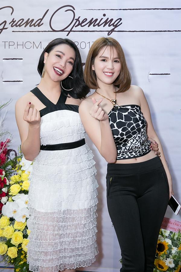 Là đôi bạn thân trong showbiz Việt chính vì thế Trà Ngọc Hằng và Ngọc Trinh luôn dành cho nhau những tình cảm chân thành và không ngừng hỗ trợ nhau trong mọi công việc.
