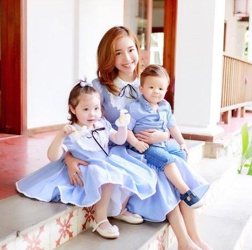 Elly Trần trẻ trung bên hai nhóc tì dễ thương.