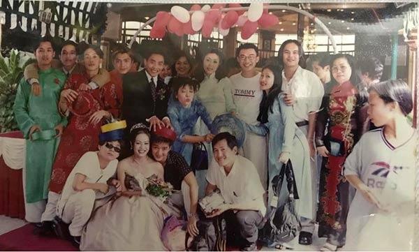 Bức ảnh do ca sĩ Vũ Hà (áo trắng, ngồi hàng đầu bên trái) tiết lộ.