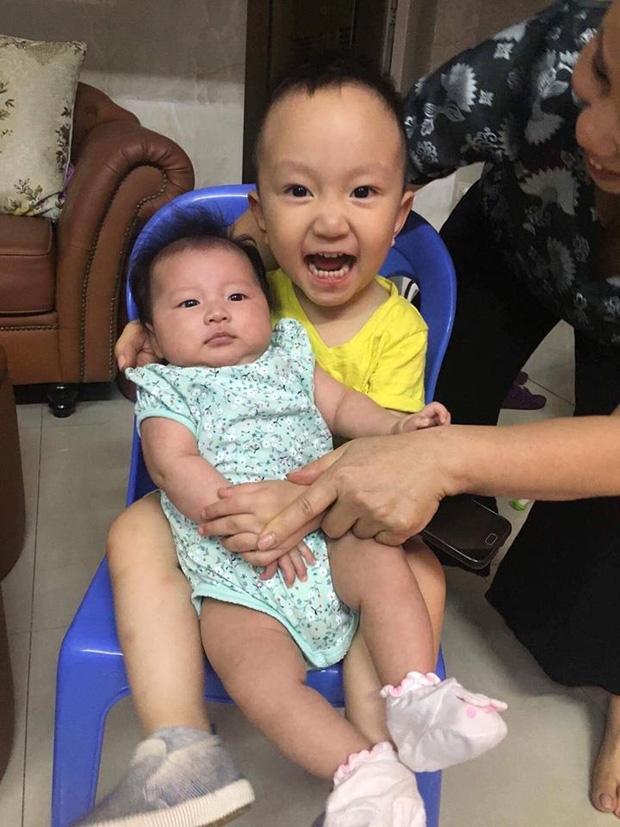 Hai tiểu thiên thần nhà Tuấn Hưng - Thu Hương.