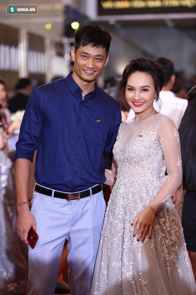 Bảo Thanh và chồng trong đêm nhận giải VTV Awards.