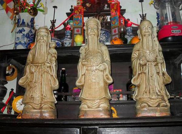 Tuyệt đối không được đặt mặt tượng Phúc - Lộc - Thọ hướng ra ngoài. (Ảnh minh họa)