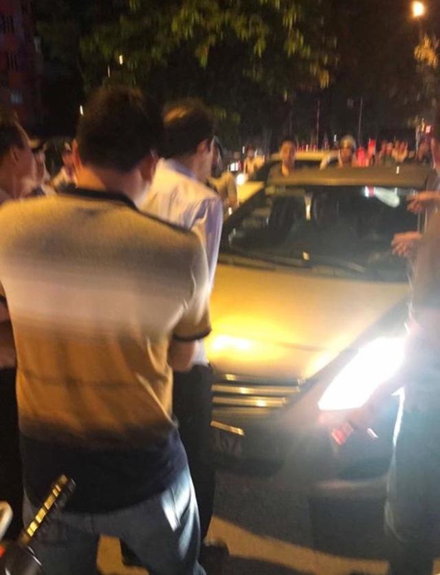 Hiện trường bắt giữ 2 nghi phạm trộm đồng hồ tại đường Kim Mã - Hà Nội