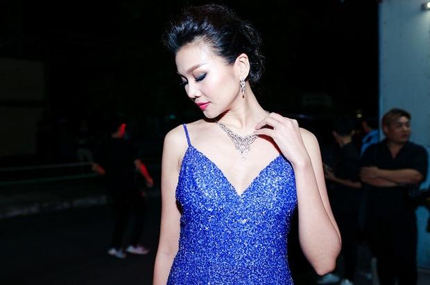 Tại một sự kiện vào tháng 1/2017, siêu mẫu Thanh Hằng gây chú ý khi đeo bộ trang sức kim cương có giá trị hơn 1 tỷ đồng.