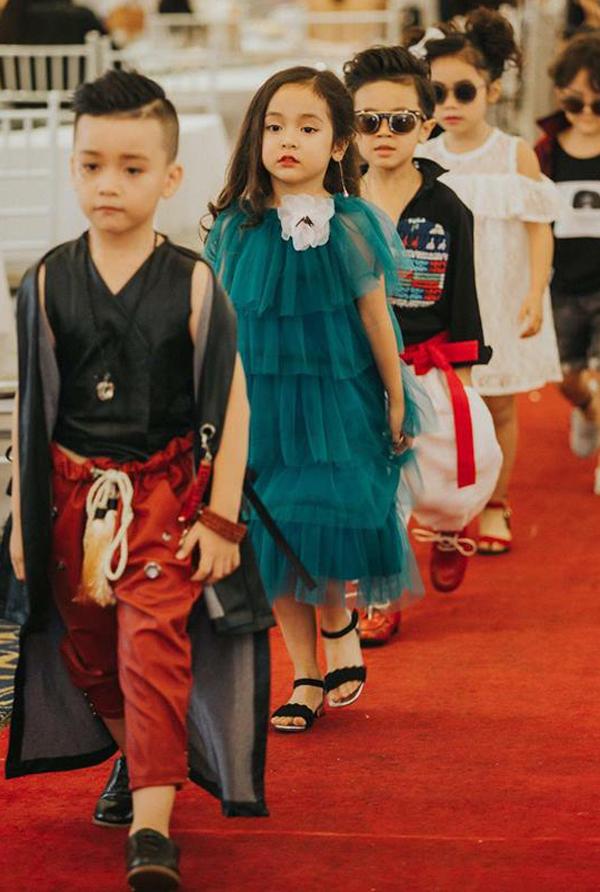 Cô bé từng sải bước trên sàn catwalk của nhiều chương trình tầm cỡ như Vietnam Junior Fashion Week, Vietnam International Fashion Week...