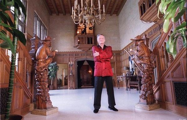 Ông Hugh Hefner đã tậu biệt thự này với giá 1,1 triệu USD vào năm 1971.