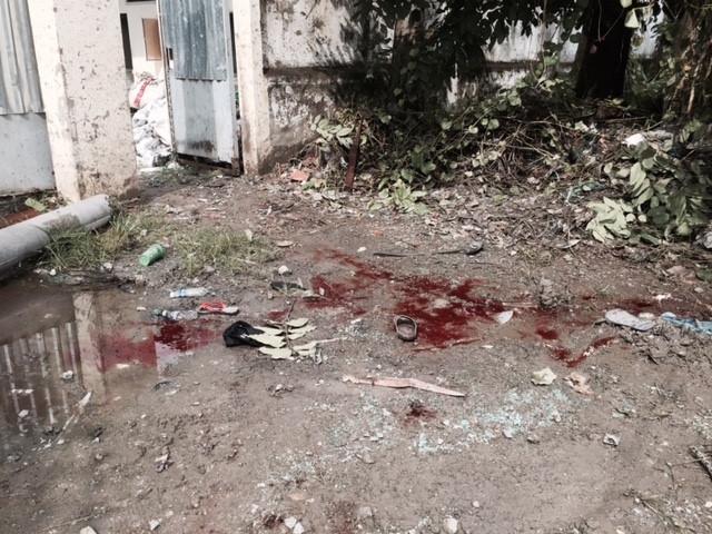 Vết máu, vật dụng cá nhân của các nạn nhân. Ảnh Minh Anh.