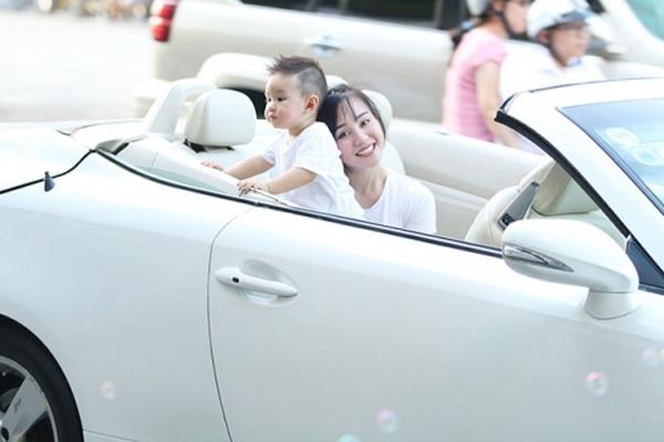 Mới đây nữ ca sĩ Vy Oanh thẳng thắn chia sẻ trên trang cá nhân, chiếc xe cô mua với giá 7 tỷ