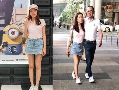 Đôi tình nhân hạnh phúc dại phố tại Singapore.