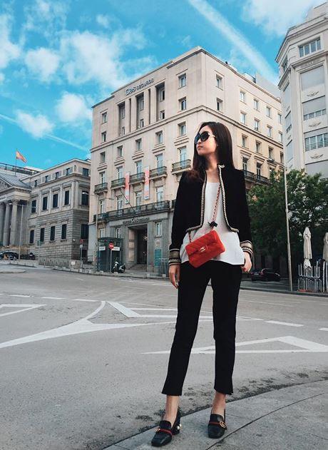 Đây là set đồ bắt mắt nhất của Mỹ Linh khi phối hợp với đôi giày xa xỉ này.