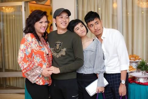 Cặp đôi cũng sẽ tham gia liveshow của Hoài Linh cùng với NSND Ngọc Giàu, Trấn Thành, Thu Trang, Tiến Luật, Tiết Cương, Lê Giang, Nam Thư...