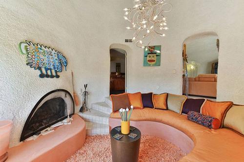Màu sắc nội thất cũng có màu chủ đạo là màu cam.