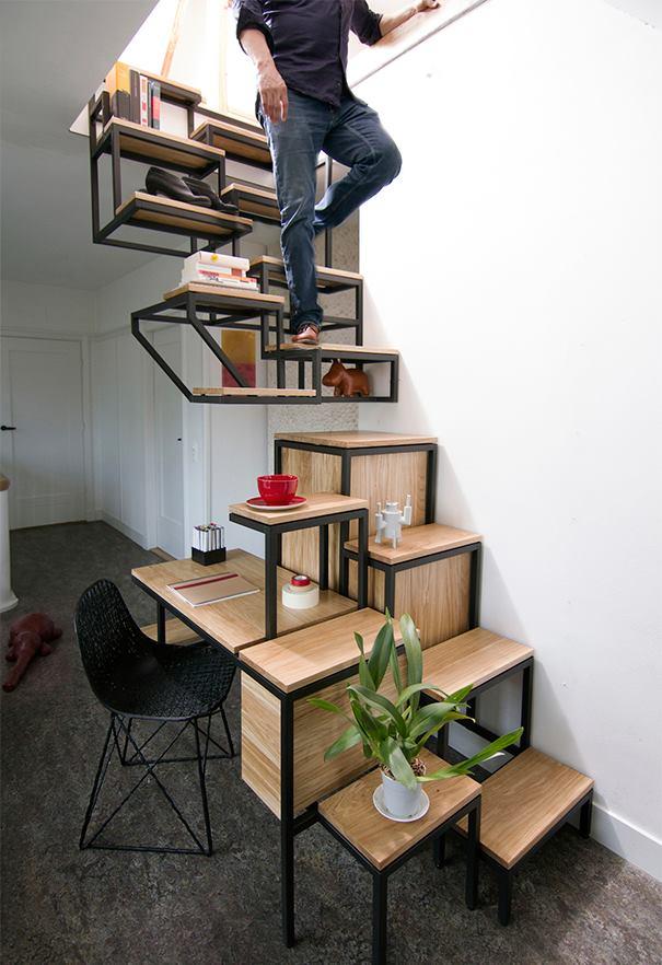 Thiết kế thông minh 3 trong 1, vừa là cầu thang, vừa là kệ để đồ, lại còn tận dụng khoảng trống cho không gian làm việc nhỏ xinh.