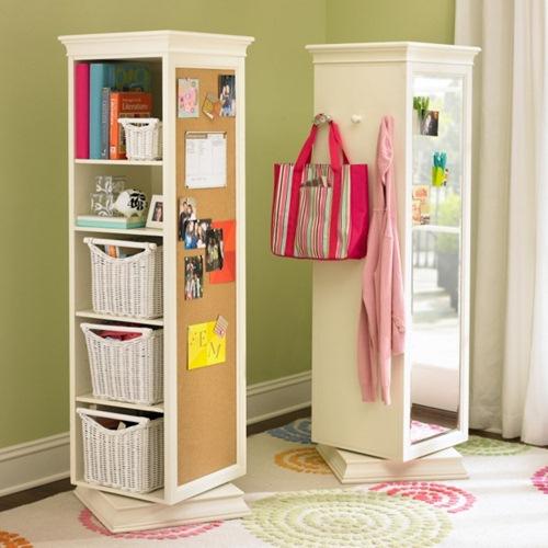 Hãy thiết kế những chiếc tủ nhiều ngăn và dùng móc treo để treo được nhiều đồ vật cần thiết.