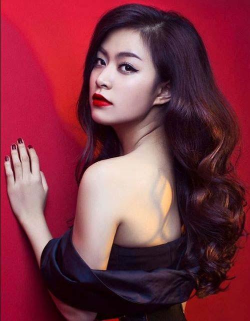 Sau 10 năm, Hoàng Thùy Linh thay đổi, trông cô sexy và quyến rũ hơn.