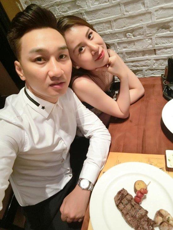 Gần một năm sau khi bắt đầu chuyện tình cảm với bạn gái mới, vào giữa năm 2014, những chia sẻ của vợ cũ Thành Trung khiến dân mạng chú ý. Trong đó, bạn gái 9x của Thành Trung cũng không thoát khỏi vòng sự việc khi lên tiếng.