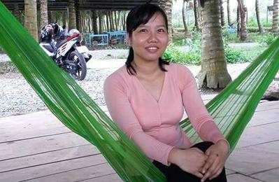 Chị Đào Thị Diễm Kiều - người tiếp quản vườn dừa 10.000 m2 của gia đình ở xứ cù lao Tân Lộc.