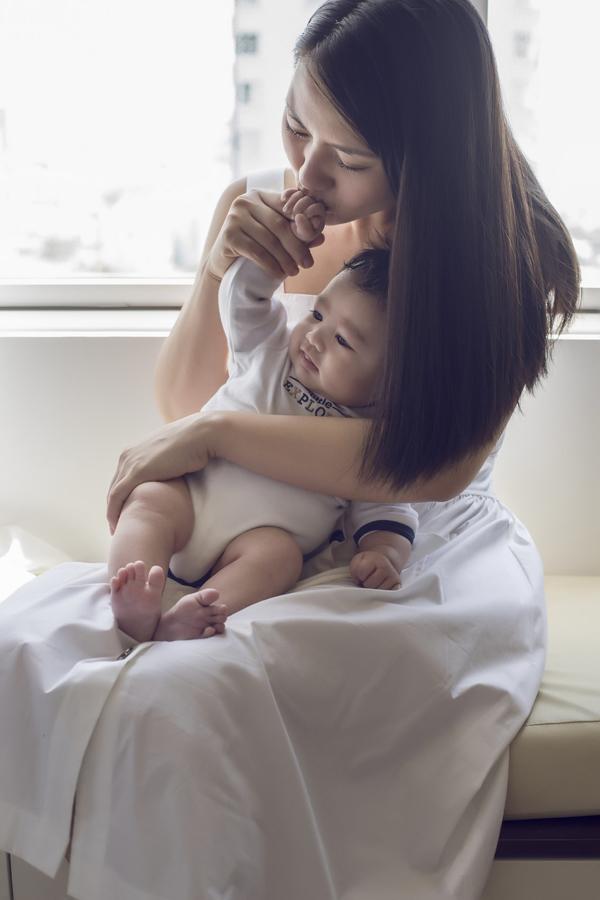 Tuy tạm dừng hoạt động nghệ thuật để chăm lo cho tổ ấm, nhưng khoảng thời gian này Ngọc Lan vẫn xuất hiện và có vai diễn ấn tượng trong phim Mặt nạ tình yêu, phát sóng trên Đài truyền hình Vĩnh Long.