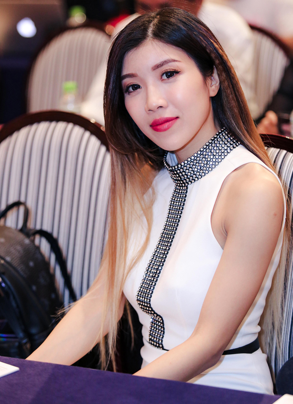 Ca sĩ Trang Pháp ủng hộ đàn chị làm live concert kỷ niệm 25 năm ca hát.