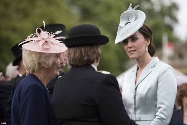 Công nương Kate trò chuyện cùng những người họ hàng về lo lắng của cô trước lễ cưới em gái.