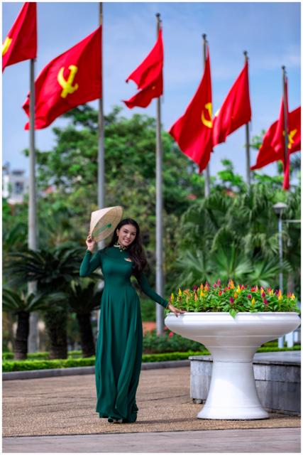 Trước đó ngày 30/5, Giao Linh đã tham gia lễ tuyên thệ chiến sĩ dưới lá cờ Tổ quốc. Cô cùng các đồng đội đã đọc 10 lời thề của người chiến sĩ cách mạng và khắc sâu lời thề ấy vào tim.