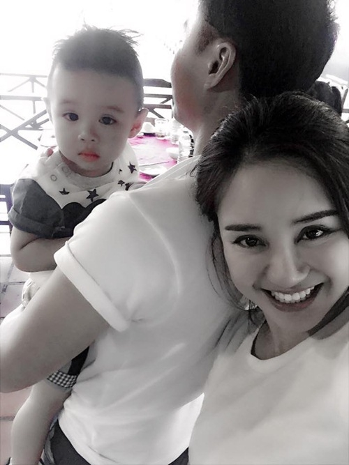 Vy Oanh cùng con trai và người yêu giấu mặt.