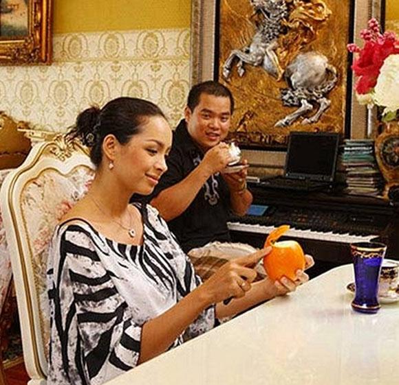 Phòng khách là nơi được Thúy Hạnh để tâm bài trí, sắp xếp kỹ lưỡng nhất.